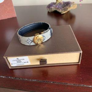 Louis Vuitton Jewelry - LOUIS VUITTON . Jewelry